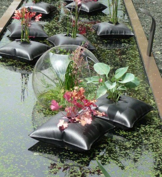 Pour La Décoration De Bassin, Le Coussin Flottant «Green Pillow» !